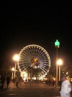 Place Masséna et statues lumineuses de Jaume Plensa et la grande roue