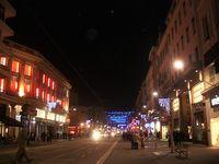 Avenue Jean Médecin et Virgin, enfilade avenue illuminée jusqu'au pont de chemin de fer